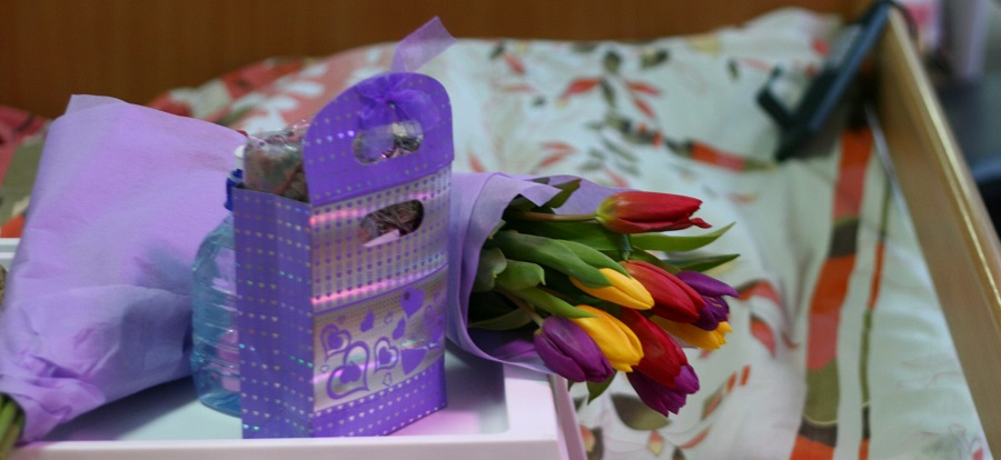 Picture showing flowers and a gift